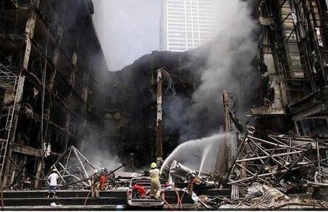2014-1-11タイのタクシン派デモの傷跡2010年5月ショッピングセンター放火