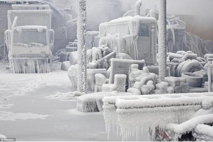 2014-1-19アメリカ大寒波シカゴの凍りつくトラック
