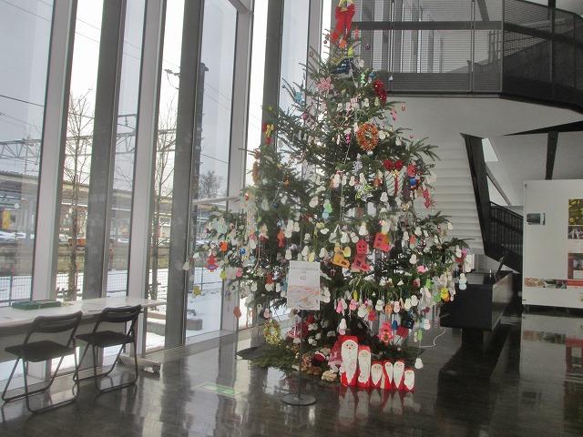 20131219市民会館のクリスマスツリー (4)