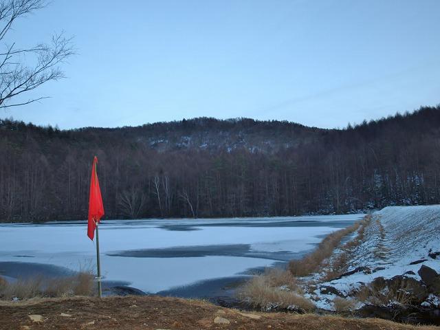 20131216御射鹿池も凍結 (2)