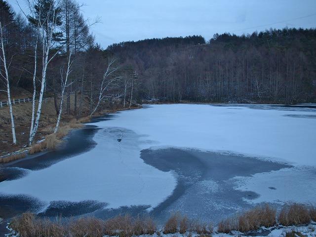 20131216御射鹿池も凍結 (21)