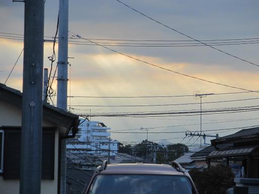 20130909・病院の日の前に04・太陽光降り注ぐ空