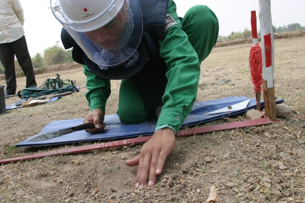 【カンボジア】イギリスのNGO、MAG(当会からは資金協力を行っている)による地雷撤去