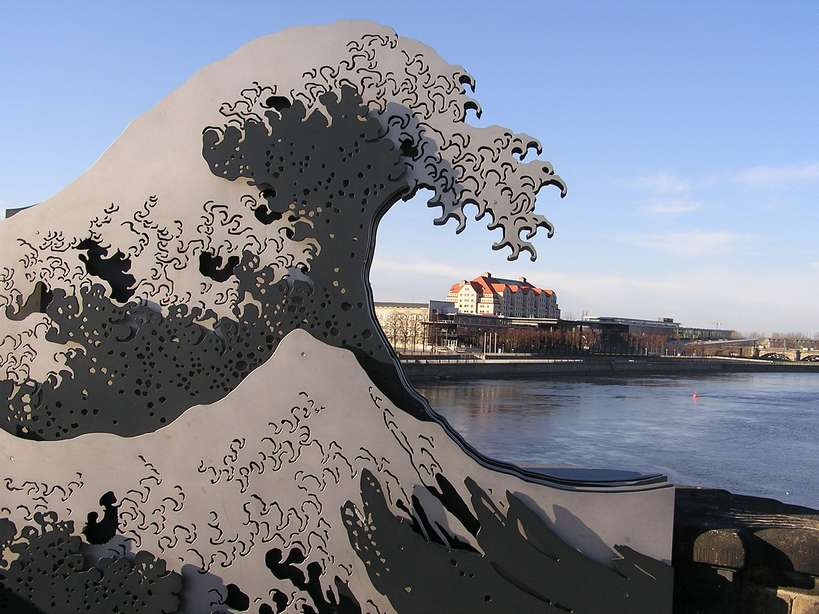 sculpture-c2abdie-wogec2bb-in-dresden-christoph-munch.jpg