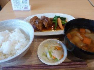 sもち豚の角煮定食2