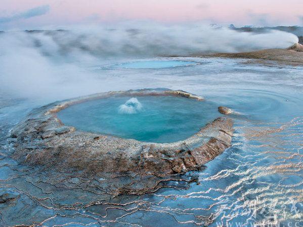 とある温泉の青い水なimage