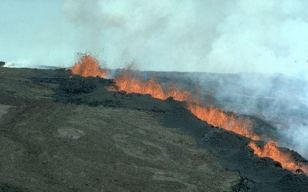 割れ目噴火image