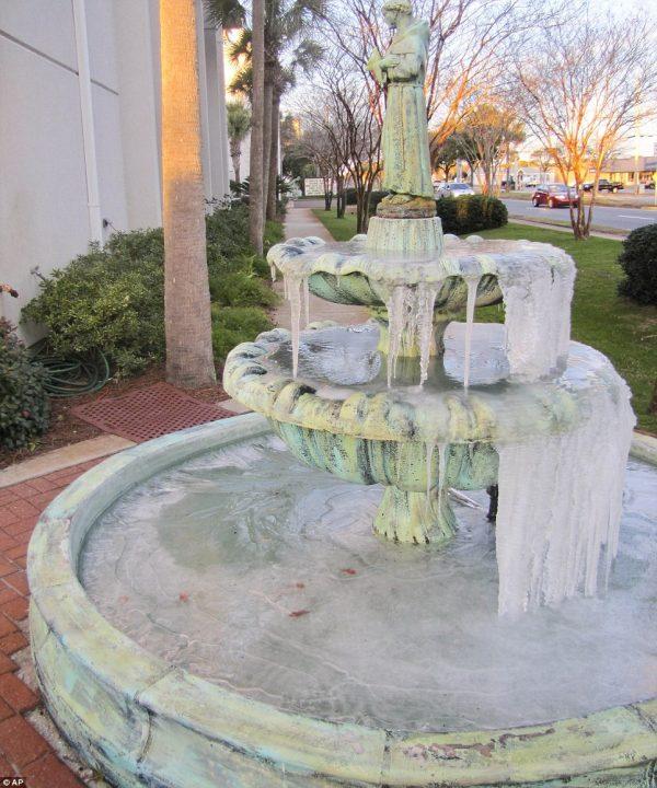 アメリカの大寒波(凍った噴水)image