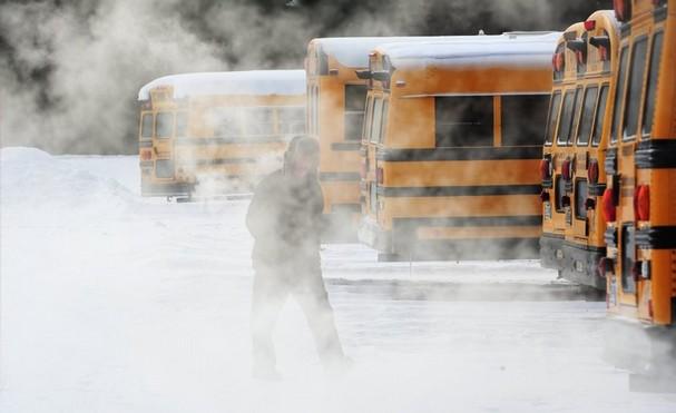 アメリカの大寒波(バスの排気の湯気)image