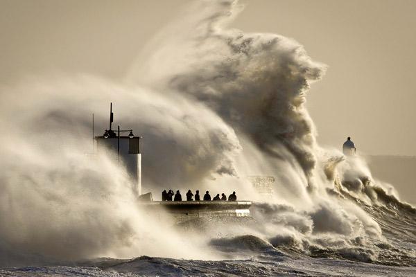 自然の猛威(サウスウェールズの巨大波)image