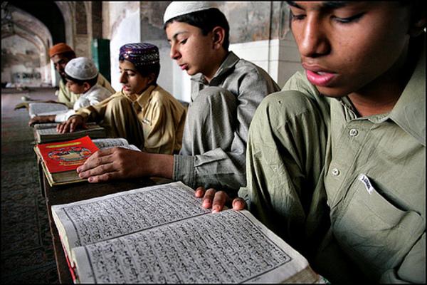 コーランを学ぶ少年たちimage