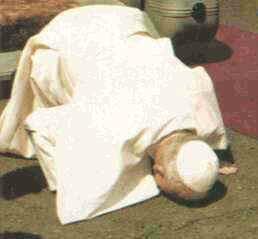 バチカン(ヨハネ・パウロ2世の大地へのキス)image