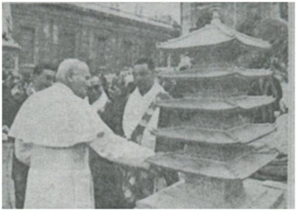 バチカン(教皇と僧侶と五重の塔)image_convert_20140122185915