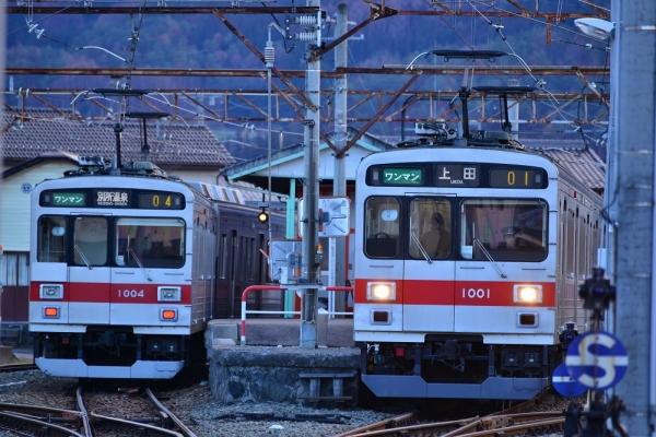 2013年12月24日 上田電鉄別所線 下之郷 1000系1004F/1001F