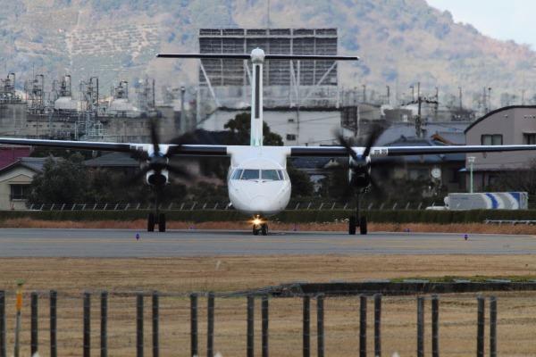 EH DHC-8-402Q JA858A RJOM 131228 006