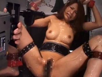 ギャルをM字ハリツケ 潮噴かせ拷問♪Part5 - エロ動画 アダルト動画(1)