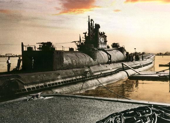 日本軍の潜水艦伊400が発見される