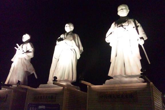 武市竜馬中岡銅像IN高知駅前