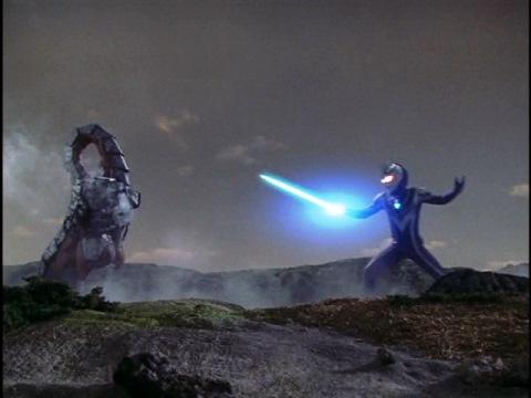 我夢隊員を救出するウルトラマンアグル