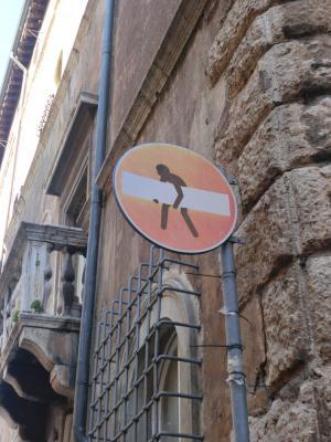 ローマ 落書きされた看板