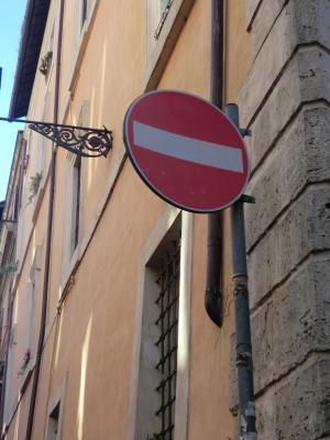 ローマ 正しい看板