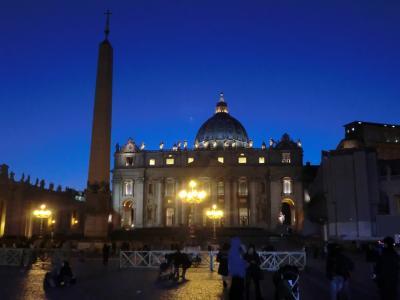 夜のサン・ピエトロ大聖堂