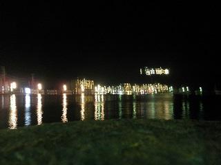 海と夜景。