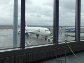 10:59 この飛行機に乗ります。