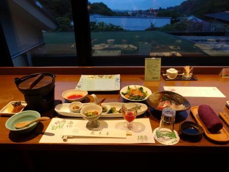 18:59 窓側の眺めの良いカウンタータイプの席でした\(^o^)/