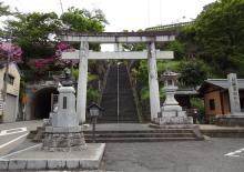 12:21 廣瀬神社 ・・・ 階段を上がります。