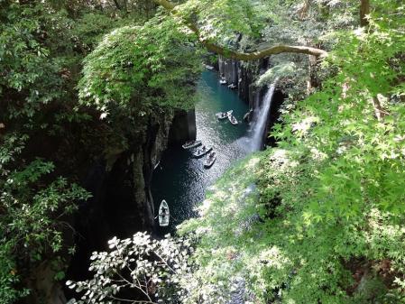 15:26 御橋から見た 高千穂峡 ~ 右が真名井の滝