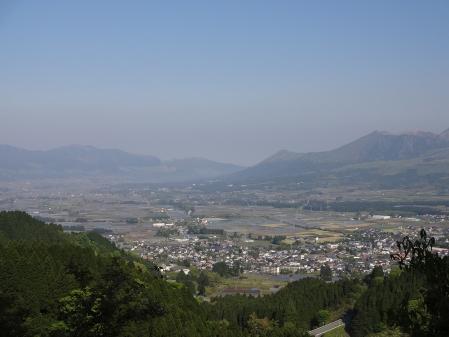 8:23 高森峠から、阿蘇の眺め
