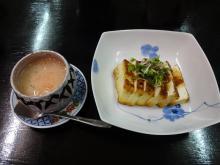 18:31 私の分です。山芋のすったものを湯葉と一緒蒸したもの?かな。と、豆腐ステーキ。