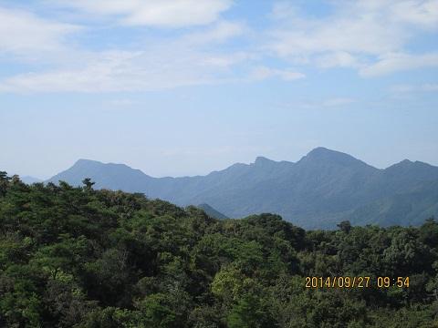 白嶽より念珠岳と龍ヶ岳