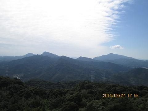 次郎丸嶽手前から望む