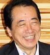 笑顔で閣議に臨む菅直人首相