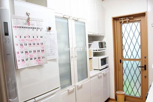 カレンダーとキッチン