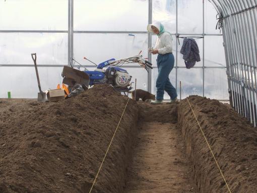 20130415_防根透水シート施工中