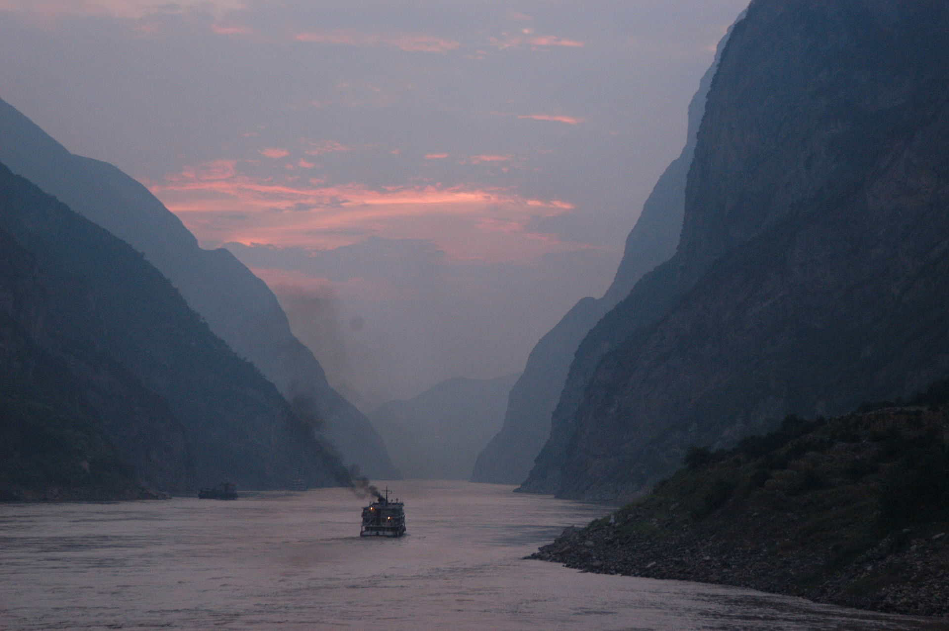 Dusk_on_the_Yangtze_River.jpg