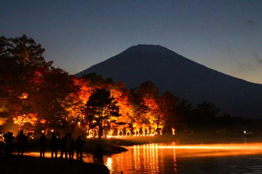 紅葉 山中湖 E 富士山と紅葉