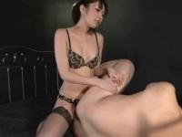【M男】 綺麗なお姉様にぺ二バンチ○ポで激しく犯される!