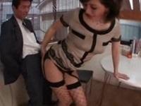 美尻美熟女★★男の股間に尻をこすりつけ、おまんこに挿入してもらおうとしてる熟女!