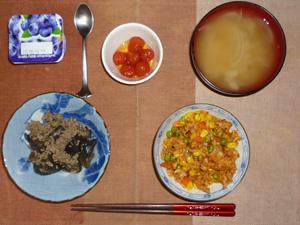 チキンライス,ひき肉と茄子の炒め物,冷やし漬けトマト,玉ねぎのおみそ汁,ヨーグルト
