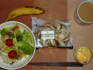 もちもちチョコブレッド,サラダ,スクランブルエッグ,バナナ,コーヒー