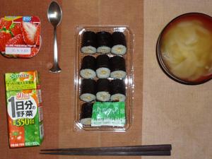 納豆巻き,野菜ジュース,玉ねぎのおみそ汁,ヨーグルト