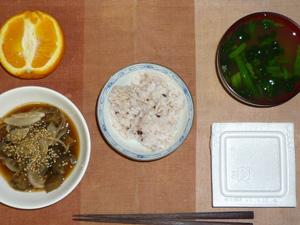 胚芽押麦入り五穀米,納豆,茄子と玉葱の煮物,ほうれん草のおみそ汁,オレンジ