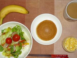 ホットケーキ(メープル&バター),サラダ,スクランブルエッグ,バナナ,コーヒー