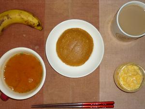 ホットケーキ(メープル&バター),トマトスープ,スクランブルエッグ,バナナ,コーヒー
