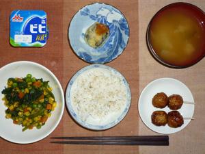 胚芽押麦入り白米,ほうれん草のソテー,つくね×2,茄子のはさみ揚げ,玉ねぎのおみそ汁,ヨーグルト