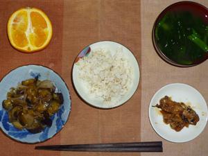 胚芽押麦入り白米,茄子と玉葱の炒め物,さんまの蒲焼,ほうれん草のおみそ汁,オレンジ